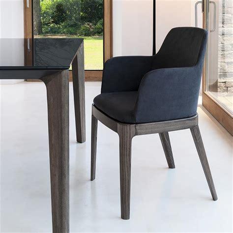 chaise design cuir noir chaise avec accoudoirs cuir noir design sur cdc design
