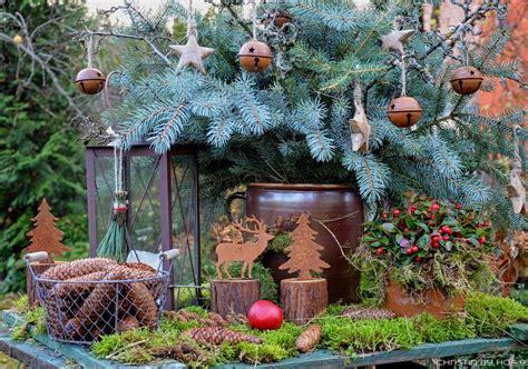 Weihnachtsdeko Im Garten by Quaste Aus Kiefernadeln Nat 252 Rliche Gartendeko Im Winter