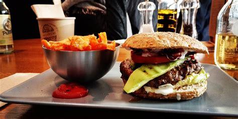 Los aros de cebolla o los fingers de queso o. Día internacional de la hamburguesa te decimos 10 cosas sobre ella