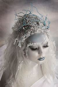 Easy 4Step Ice Queen Makeup Look