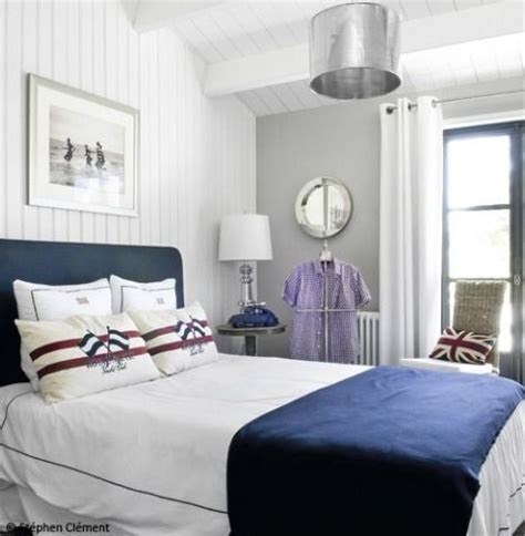chambre marin the simplicity of this bed with the nautical pillows