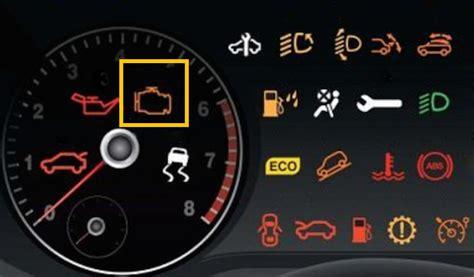 cosa significa quando la spia motore  accende la tua auto