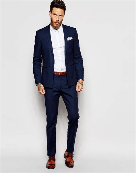 chaussure marron costume bleu marine