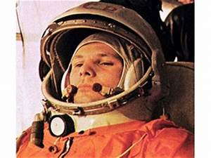 Yuri Gagarin biography, birth date, birth place and pictures