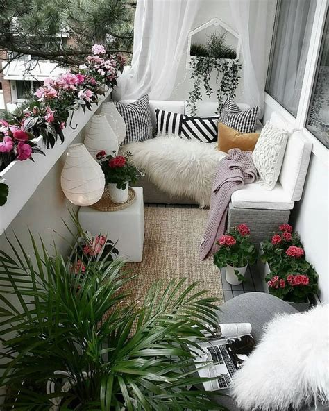 60 Stunning Winter Balcony Decorating Ideas ~ feryhan com