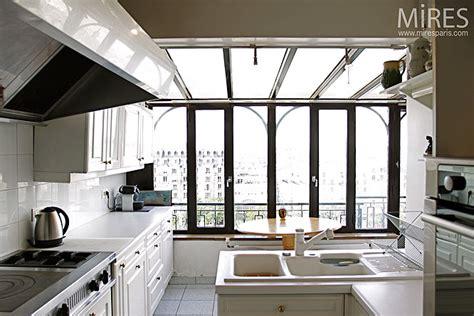 chambre ouverte sur salle de bain cuisine et baie vitrée c0180 mires