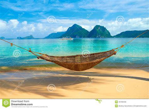 un amaca un amaca alla spiaggia fotografia stock immagine di mare