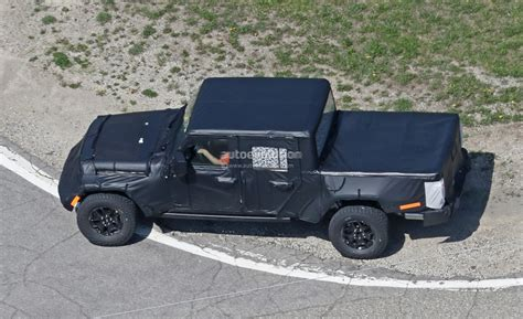 Jeep Wrangler Truck Bed by 2019 Jeep Wrangler Truck Spied Prototype Tries To