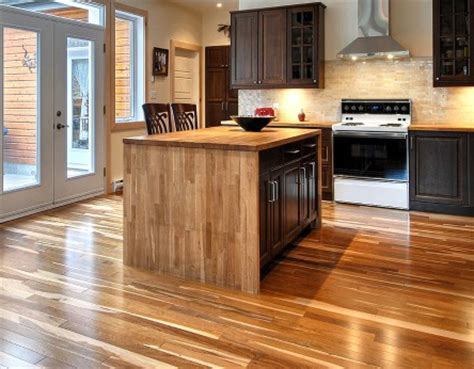 plancher cuisine bois cuisine et bois mousse de lait citronne verre