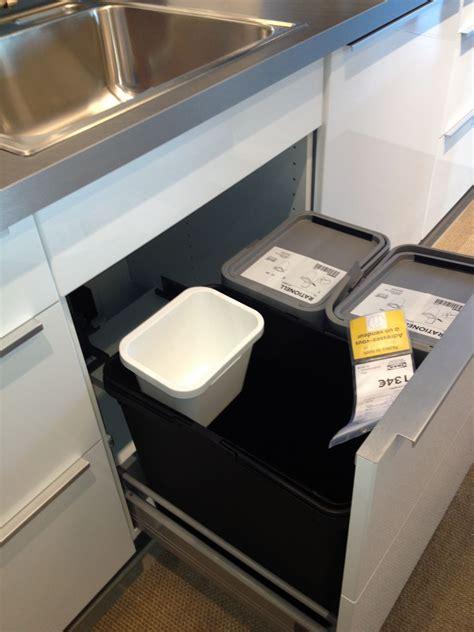 poubelle ikea cuisine poubelle cuisine encastrable ikea maison design bahbe com