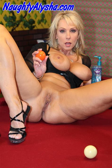 Playing Pool With A Naughty Slut Mature Xxx Pics