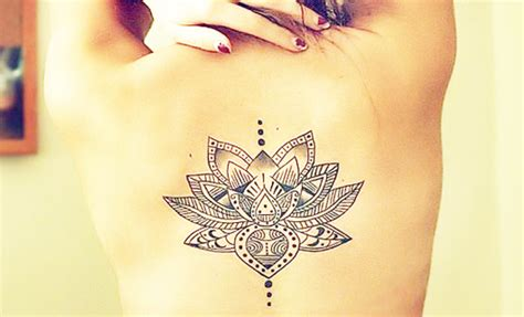 kleine frauen tattoos 46 coole r 252 cken tattoos f 252 r frauen freshouse