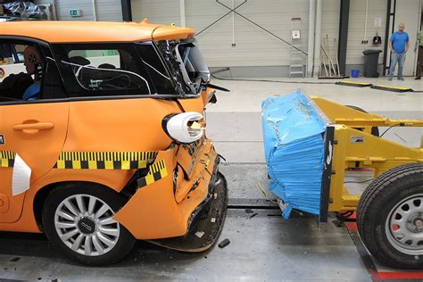 siege auto 1 2 3 crash test 3 row seats of small cars are dangerous in a crash adac