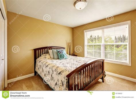 chambre à coucher simple chambre a coucher simple en bois raliss com