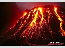 Kelud volcano Nov 2007 in front of the lava dome The