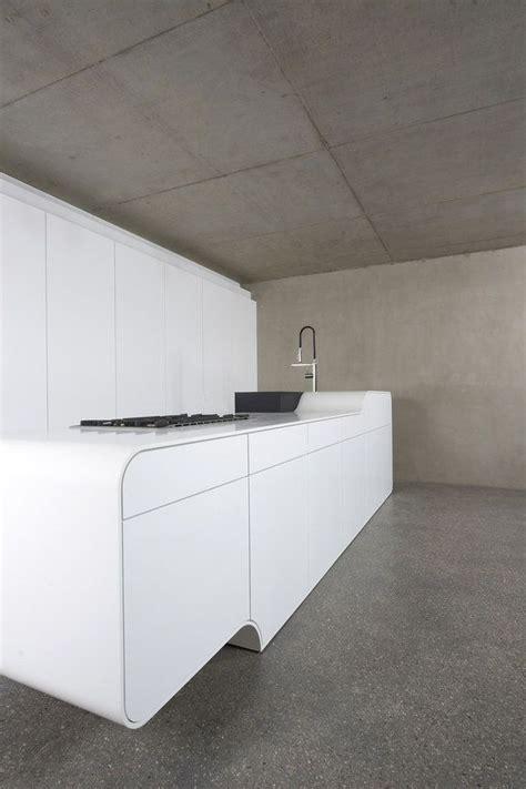 cuisine corian küche aus dupont corian cuisine concrete walls and