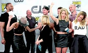 Stephen Amell Arrow Cast GIF - Find & Share on GIPHY