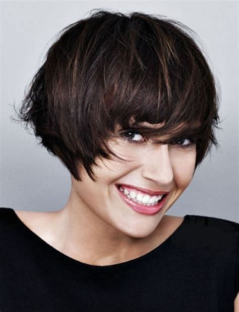 coupe de cheveux carré plongeant id 233 e coiffure modele de coupe de cheveux courte femme carr 233 plongeant court effet coiff 233 d