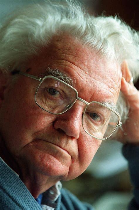 adrian frutiger legendary type designer dies  age