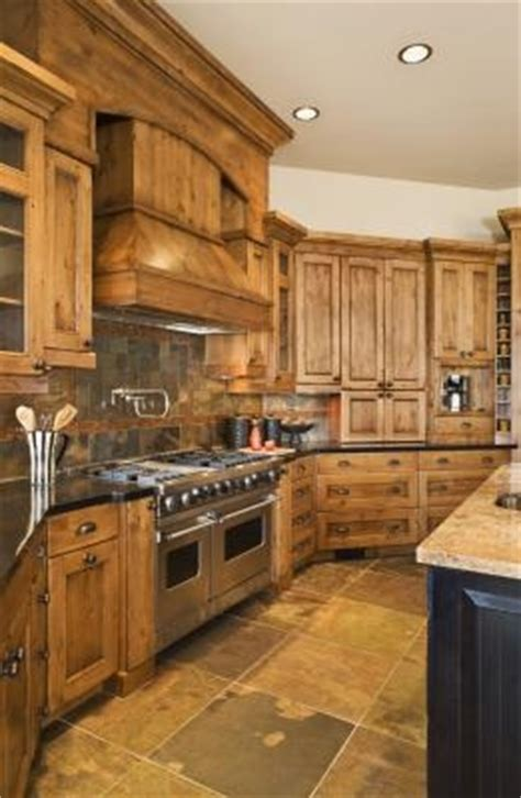 what to use to clean kitchen cabinets how to clean yellowed kitchen cabinets homesteady 2162