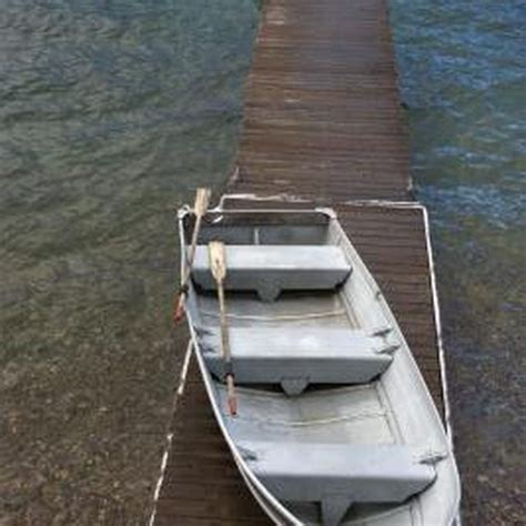 How To Repair Aluminum Boat Paint by 1000 Ideas About Aluminum Boat Paint On