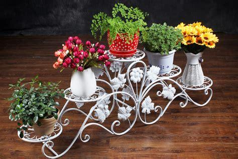 gambar rak bunga besi minimalis desain rumah unik