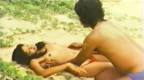 Naked Scarlett Gunden In Die Insel Der Tausend Freuden