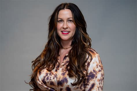 Alanis Morissette says fame was a lonely experience
