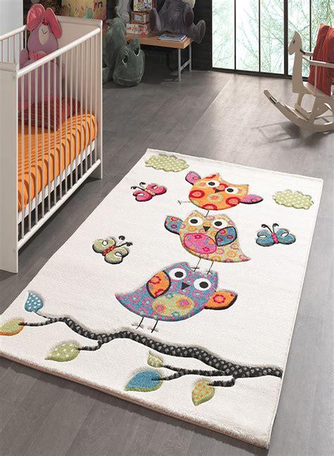 tapis pour chambre de bébé tapis pour la chambre chouettes creme de la