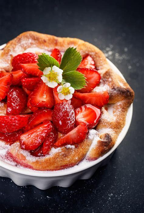 la cuisine de aux fraises recette tarte aux fraises et à la rhubarbe