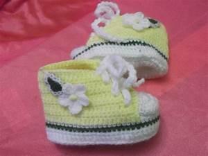 Crochet En S : zapatitos y gorritos en juego tejidos a crochet para bebe ~ Nature-et-papiers.com Idées de Décoration