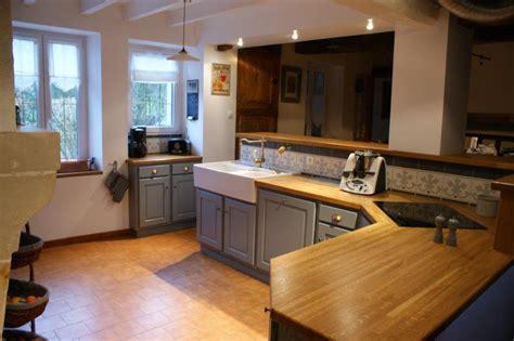 cuisine gris bois photo cuisine grise et bois maison design bahbe com