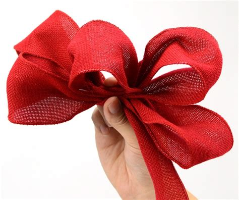 a simple bow for a burlap ribbon wreath tutorials diy ribbon