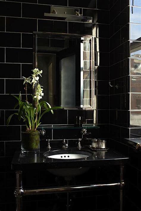 salle de bain noir et or le carrelage noir entre dans la salle de bain et la cuisine archzine fr