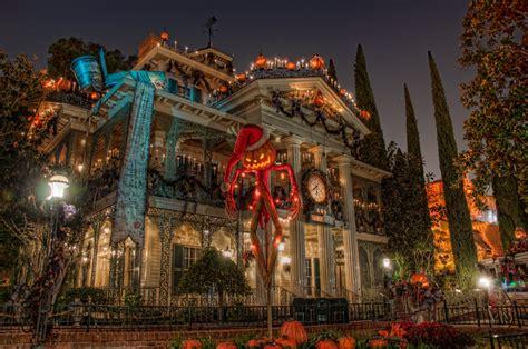 Disneyland Christmas Haunted Mansion Hd Wallpaper