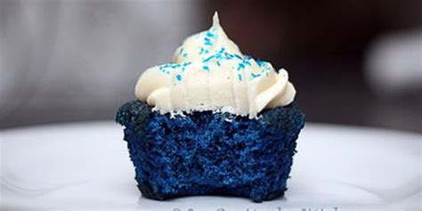 remodelaholic blue velvet cupcakes recipe link party