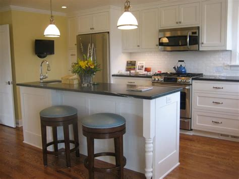 cape cod style kitchen cabinets sparkling update to a 1949 cape cod style kitchen 8059
