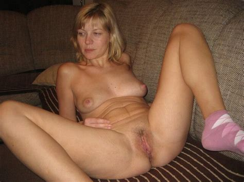 Saggy And Spread Wide Open Mature Porn Photo
