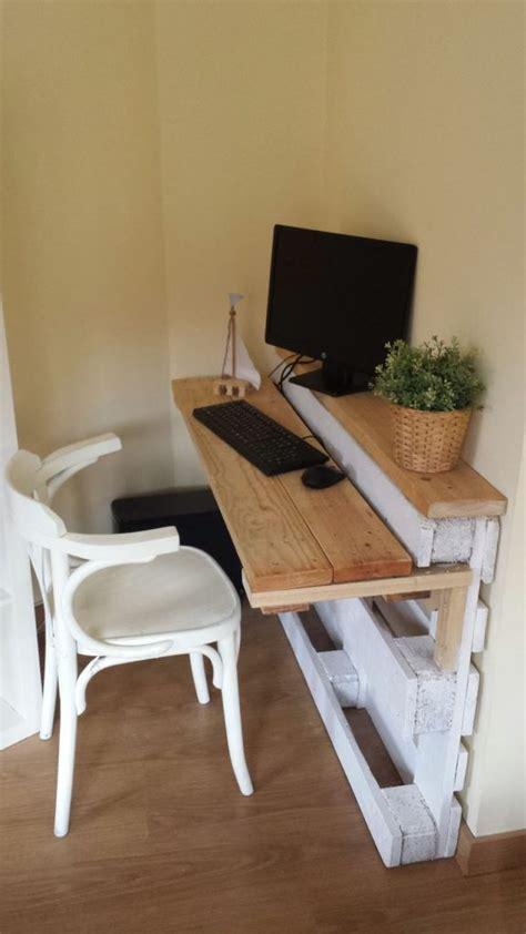 simple pallet desk diy home decorating trends homedit