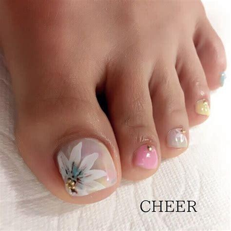 Causas, síntomas y tratamientos analizamos. diseños elegantes uñas para el pie flores | Uñas pies decoracion, Diseños de uñas pies