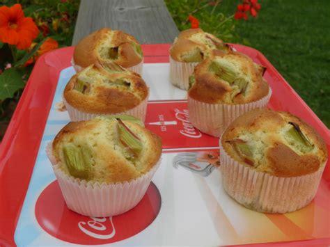 desserts a la rhubarbe dessert muffins moelleux 224 la rhubarbe terre et mar