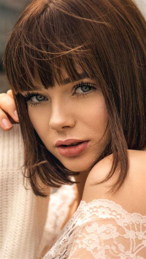 Pretty Woman Short Hair Girl Model 720x1280 Wallpaper