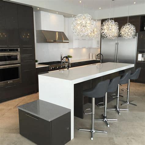 cuisine en et blanc comptoir de granit quartz et marbre nuance design laval