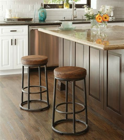 15 ideas for wooden base stools in kitchen bar decor