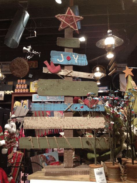christmas trees  upcycled wooden pallets recyclart