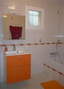 Salle de bains filles photo 1 2 couleurs chaudes et gaies for Salle de bain couleur chaude