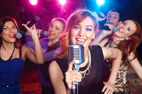 Boat Drinks Karaoke by Best Karaoke Bars In Barcelona Erasmus Barcelona