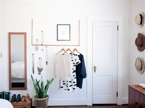 how to create a minimalist closet display for a capsule