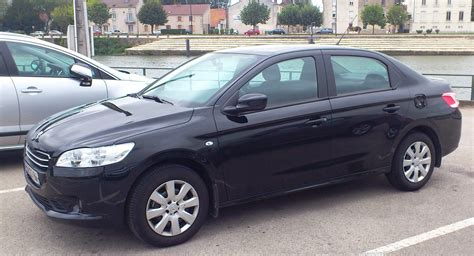 Filepeugeot 301 Noire Cropped