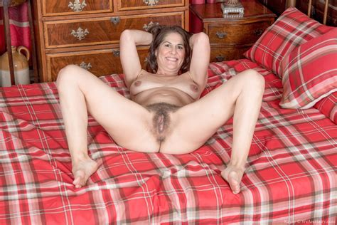 kaysy strips naked in her red plaid bedroom